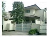 Disewakan Rumah Mewah di Cipete Selatan Jakarta - 4+2 Kamar Tidur Semi Furnished