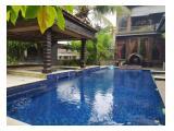 Dijual Rumah Nyaman dan Mewah di Margasatwa, Pondok Labu, Jakarta Selatan - 14 Kamar Tidur dengan Kolam Renang